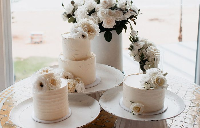 Wedding Cakes That Have Been Styled To Perfection - Modern Wedding
