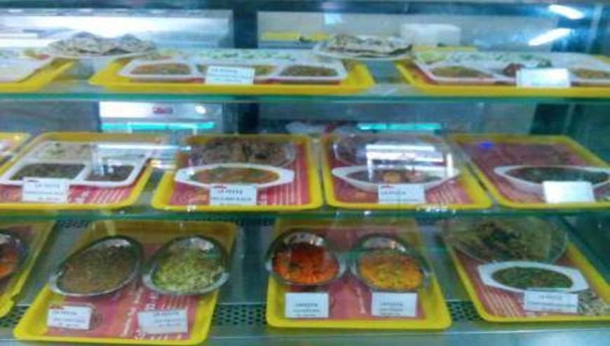 La-Festa-Food-Plaza-1