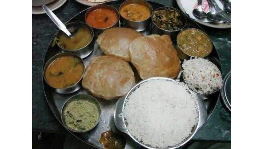 Indupallis-Sri-Amrutha-Caterers-Cooking-1