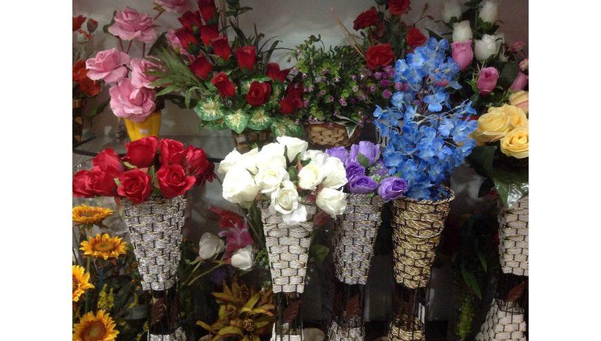 Right-Florist-And-Confetti